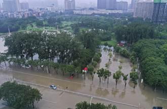 河南新鄉衛河鶴壁段決堤 填入數卡車石頭仍未能堵住決口