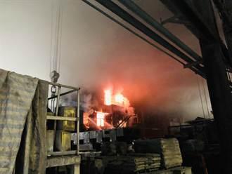 台灣鋼鐵廠旗下電弧鋼鐵廠大火 疏散上百名員工