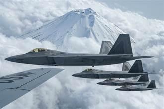 美25架F22齊聚關島 陸專家:探索作戰模式或演變為實戰
