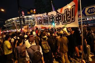 東奧》來抗議的、來看焰火的都有 開幕式場外比場內熱鬧
