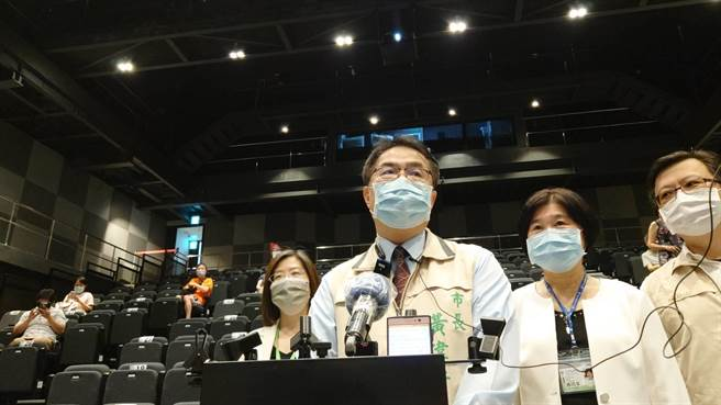 台南市長黃偉哲上午受訪表示,面對接下來可能來訪的遊客,會謹慎小心因應。(曹婷婷攝)