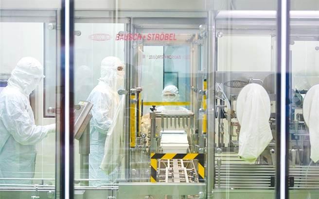 圖為高端疫苗生物製劑公司內部。(行政院提供)