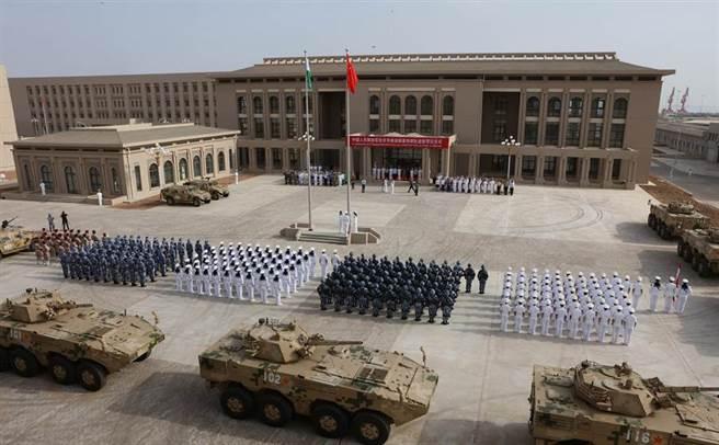 中國在東非吉布地港設有一座軍事設施,是其海外唯一的軍事基地。(圖/中新社)