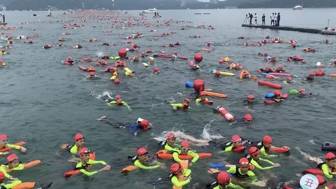 防疫警戒降級不解封,今年日月潭萬人泳渡確定停辦。(廖志晃攝)