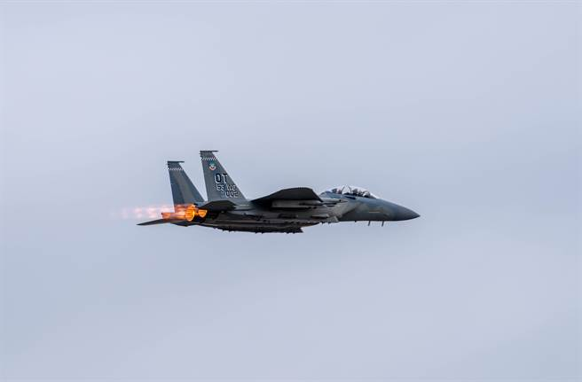 本次太平洋鋼鐵聯合演習演練以F-22突襲對方防空體系,癱瘓其雷達與防空導彈,然後再以F-15E戰機(圖)進行對地打擊。(圖/美國空軍)