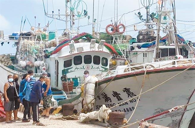 颱風天各地漁船進港澎湖避風頭,縣府全面快篩嚴防防疫破口。(陳可文攝)