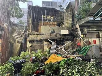 三重路樹遇大雨傾倒 壓垮廢棄住宅波及6機車