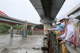 颱風豪雨大漢溪湍急 侯友宜視察三鶯大橋防災