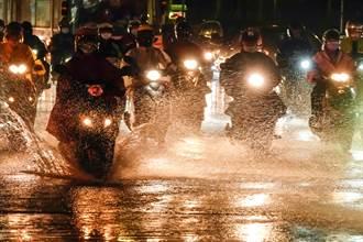 中南部對流雷雨炸裂 5縣市大雨特報 雨勢恐持續一週