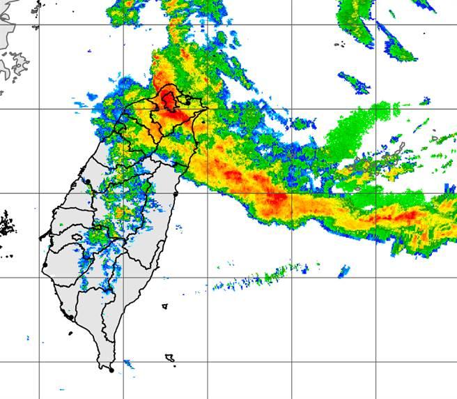 雷達回波圖顯示,雨彈集中大台北山區猛炸。(中央氣象局提供)
