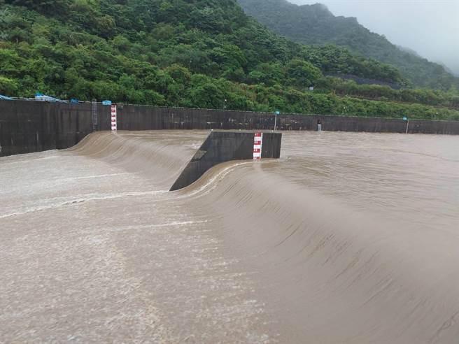 員山子今日上午開始分洪。(水利署第十河川局提供/黃婉婷基隆傳真)