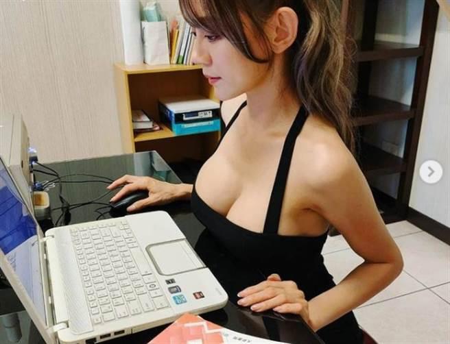 長瀨昆妮的美艷長相和火辣身材讓她獲封為「超兇日文教師」。(圖/翻攝自長瀨昆妮IG)