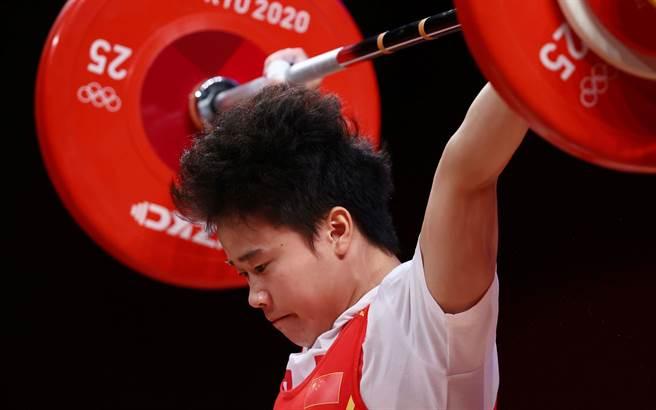 侯志慧為中國大陸舉出東京奧運第二金。(人民日報/IC photo)