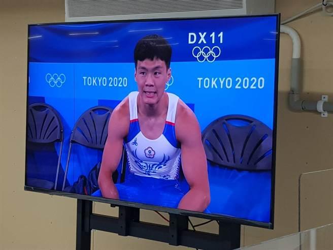 唐嘉鴻在單槓小小失誤,可惜未能晉級決賽。(陳筱琳攝)