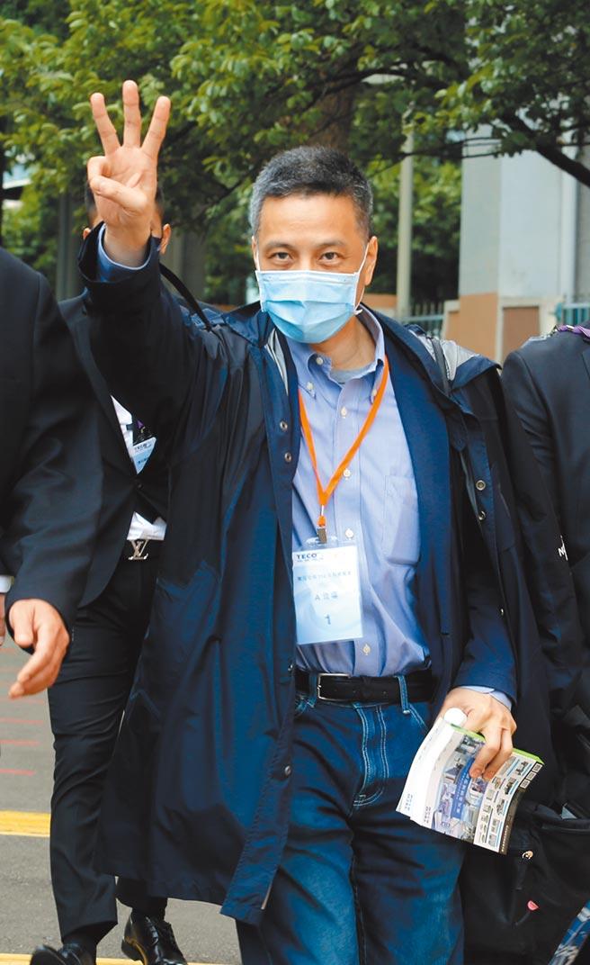 黃育仁對於改革派拿下三席董事的結果,表示滿意。圖/顏謙隆