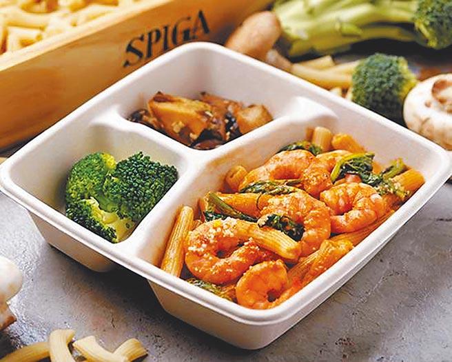 京站的石壁家鮮蝦菠菜番茄奶油筆管麵餐盒,260元,外帶盒餐送飲料。(京站提供)