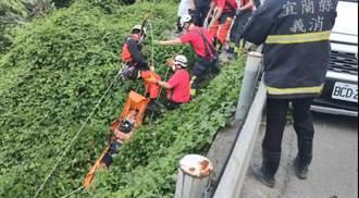 轎車自撞蘇花公路護欄 駕駛離奇飛落10餘米深邊坡