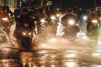 豪雨夜襲 下波強降雨時間出爐 一張圖秒懂解封後天氣