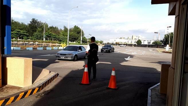 台中梧棲漁港實施人車降載管制,進港人數從1300人降至1000人。(台中市農業局提供/王文吉台中傳真)