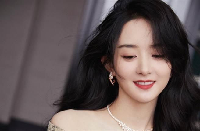 趙麗穎4月宣布和馮紹峰離婚。(圖/翻攝自微博)