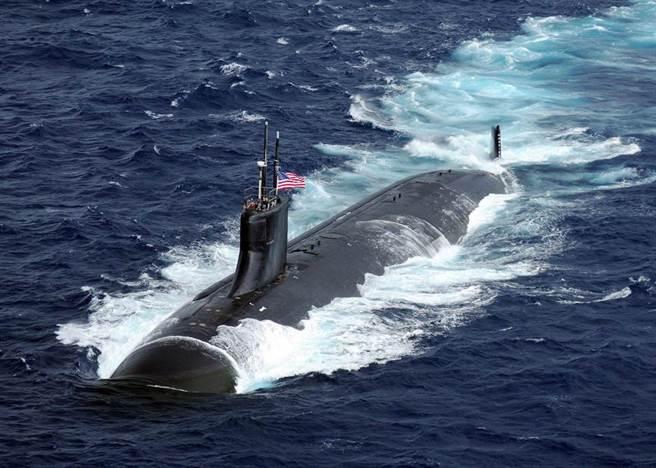 美國海狼級核動力攻擊潛艦「康乃狄克」號(USS Connecticut,SSN 22)在太平洋航行的資料畫面。(美國海軍)