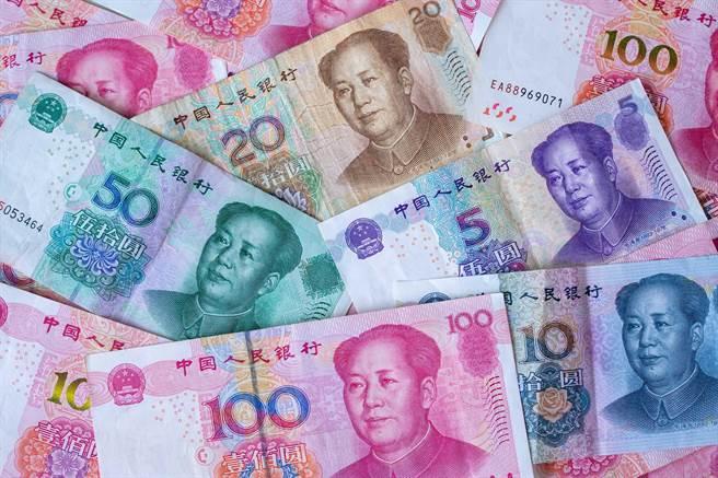 大陸最新報告指稱,人民幣已成第三大國際貨幣,超越日元與英鎊。(shuttersotck)