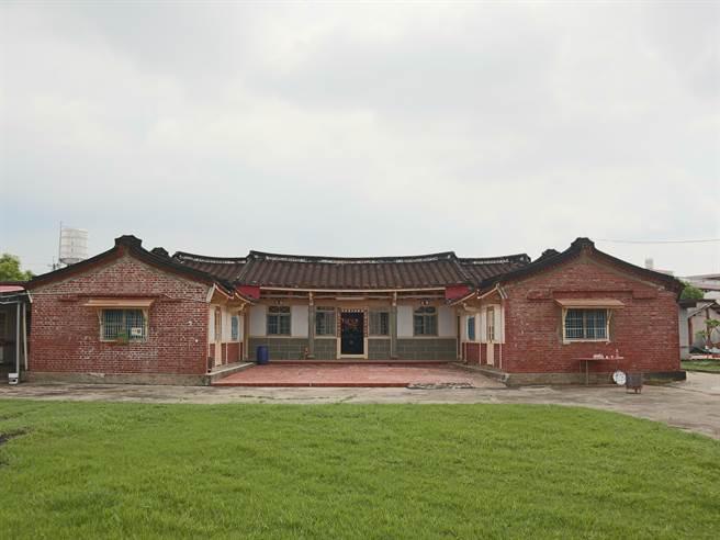 他們租下一幢三合院左護龍,想打造別具閩南風格的民宿。(張毓翎攝)