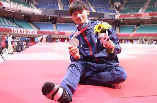 台灣之光楊勇緯在東奧男子柔道60公斤級賽事,為台灣奪下第一面銀牌,楊勇緯沉澱一天後在IG吐露心聲。(圖截自IG/yangyungwei)