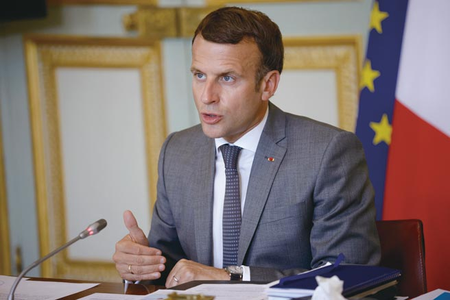 法國總統馬克宏7月19日表示,將與南太平洋國家合作,建立「南太平洋海岸警衛隊網絡」,以對抗「掠奪性」行為。(圖/美聯社)