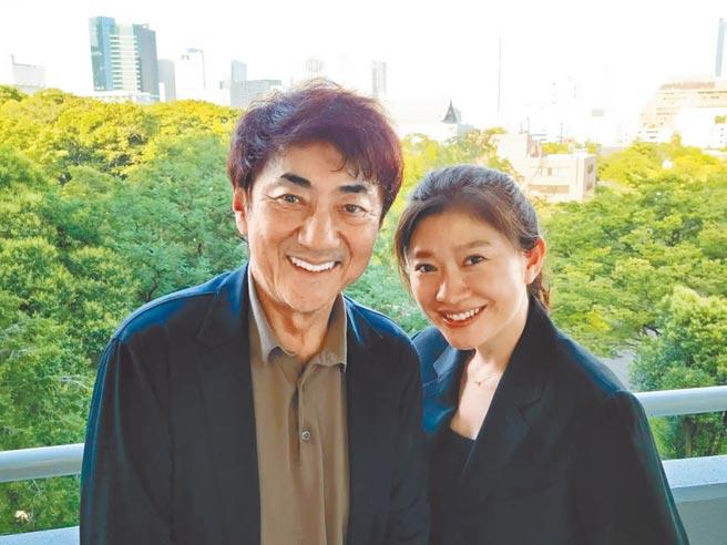 篠原涼子(右)與市村正親結縭16年,昨宣布離婚。(摘自網路)