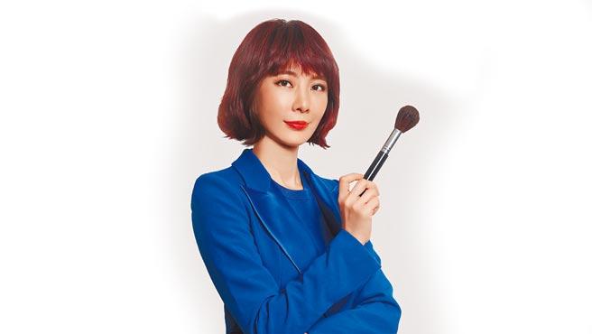 彩妝專家游絲棋在哇哉上課推出質感彩妝必修課線上課程。(哇哉上課提供)