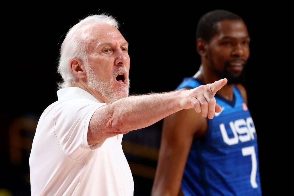 美國男籃球員開始抱怨總教練帕波維奇(左)了。(路透資料照)