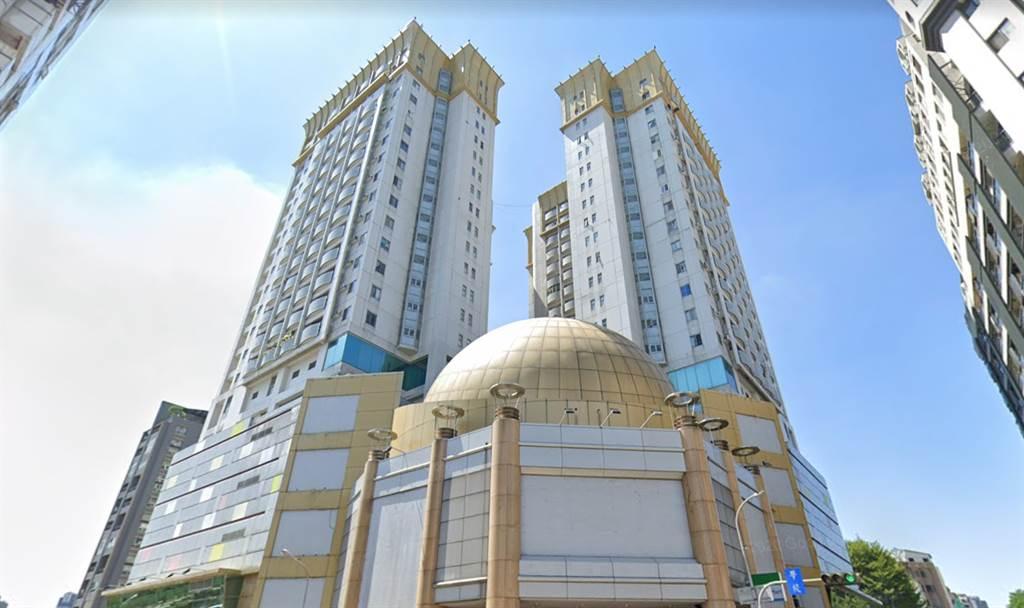 台中市爭議大樓「大地球廣場」單坪月租金最高單價竟可來到1060元。(翻攝自Google街景)