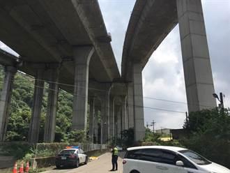 台中女疑墜落7樓高架橋陳屍路邊 車上留一字條停國道路肩