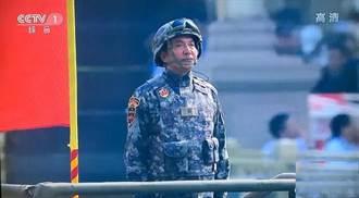共軍上將朱生嶺鄭州救災現場被網民認出 地方官鞋面鋥亮遭吐槽