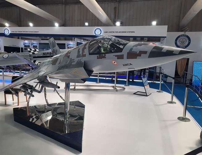 印度自行開發的第5代多功能戰機AMCA,聲稱要在10年內投入使用,並藉此加入美國、俄羅斯和中國等自製先進5代戰機的「精英俱樂部」。(圖/@DefenceDecode)