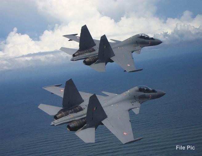 專家建議,為嚇阻大陸,印度應瞄準其海上交通線。圖為印度空軍的海上打擊主力Su-30MKI戰機。(圖/印度空軍臉書)