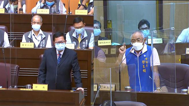 國民黨團執行長徐玉樹「直球對決」,點名「3+11」政策害台灣疫情失控,追問「3+11」會議始末,鄭數度重申這件事可攤在陽光下,自己完全沒有參加。(蔡依珍攝)