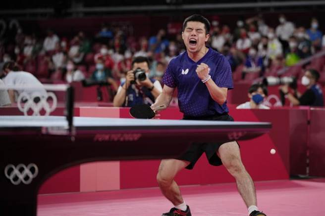 莊智淵在比賽中握拳怒吼替自己打氣。(美聯社)