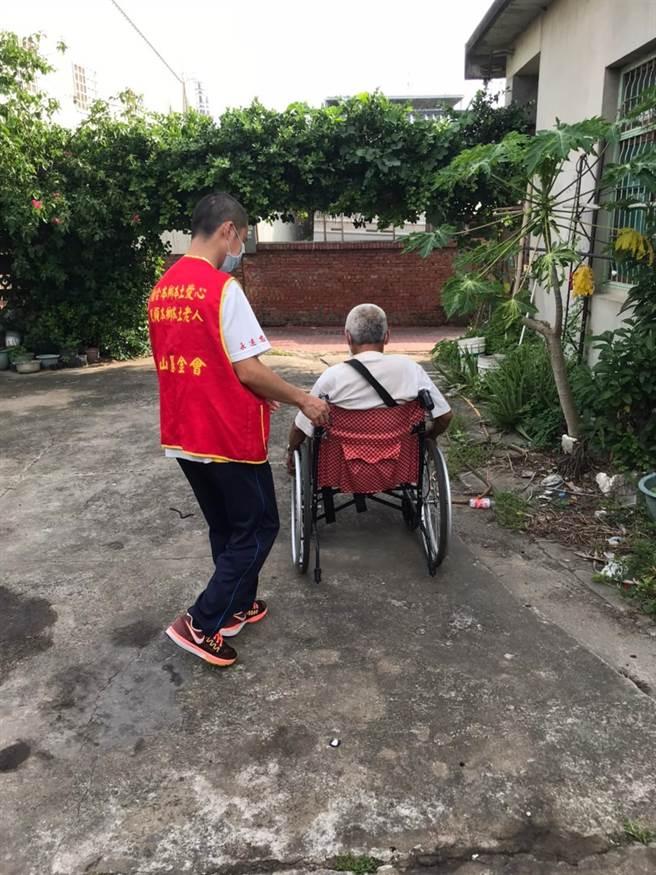 華山基金會從7月19日起恢復到宅服務孤老。(華山基會提供/謝明俊苗栗傳真)