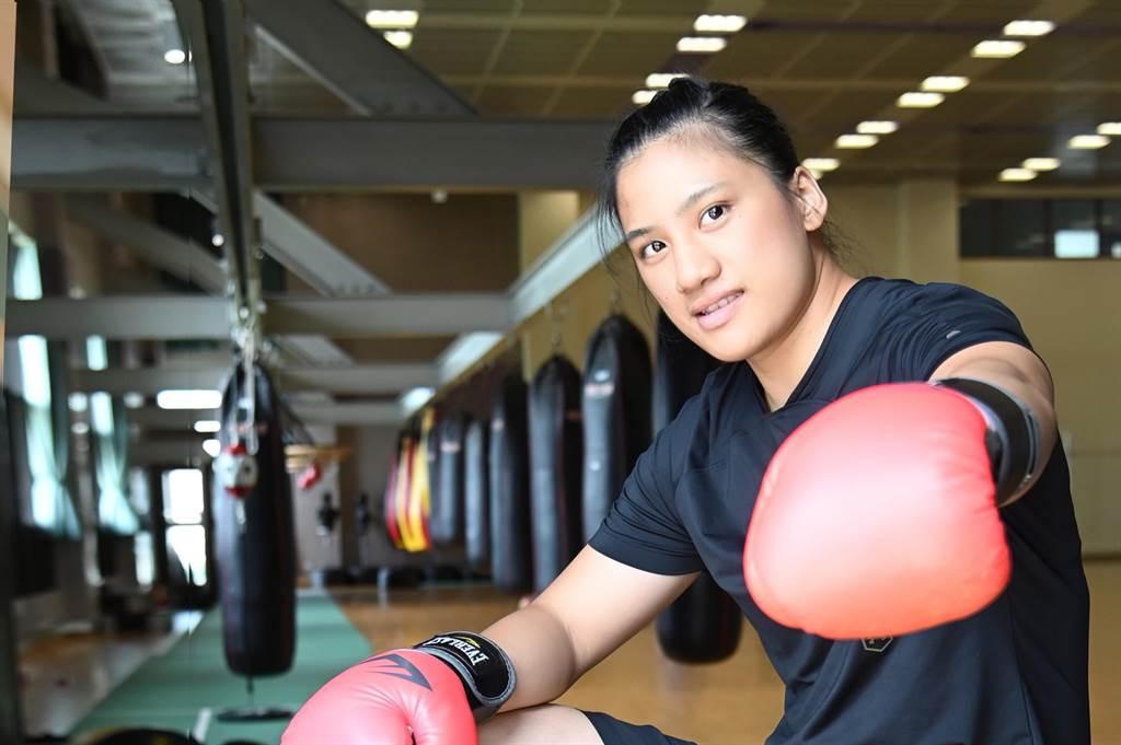 拳擊好手陳念琴就讀清華大學運動科學系碩士班2年級,今年前往日本參加奧運拳擊賽,27日擊敗義大利對手成功晉級8強。(清大提供/邱立雅竹市傳真)