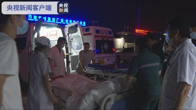大陸大客車側翻致13人死亡車禍,甘肅平涼成立應急處置工作領導小組。(大陸央視)