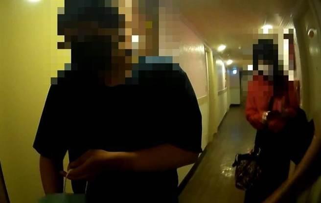 50歲美魔女扮女僕,小一半男客約她洗鴛鴦浴後「連結」,被逮仍大呼值得。(民眾提供)
