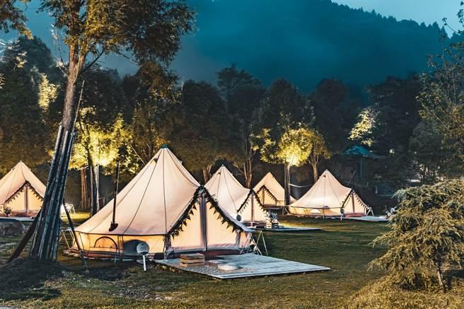 來到愛上喜翁豪華莊園,在雲霧繚繞間體驗豪華露營,KLOOK獨家75折優惠雙人只要8,100元。(KLOOK提供/黃慧雯台北傳真)