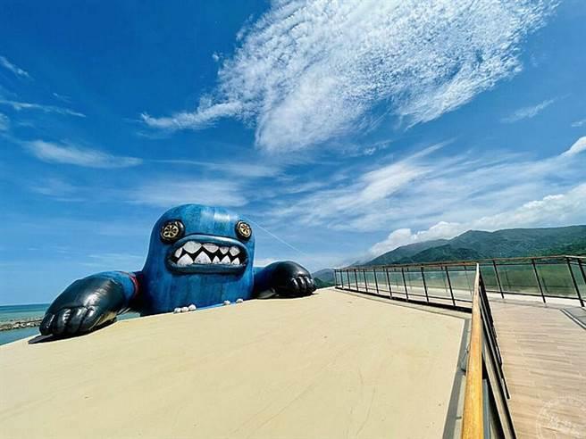 400公斤春江獸佔據看海美術館  別怕!是奇幻的藝術展覽!(圖/屏東縣傳播暨國際事務處)