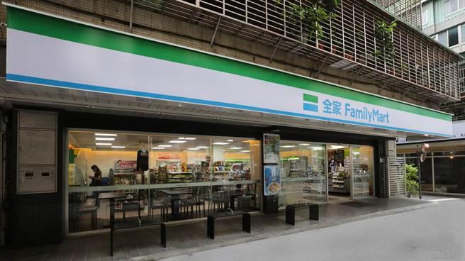 4大超商今天宣布有條件開放座位區。(示意圖/全家提供)