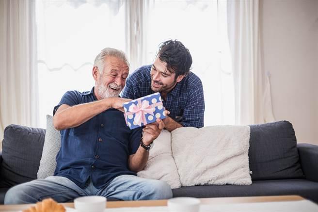 父親節即將到來,你準備好要給爸爸的心意禮了嗎?(達志影像/Shutterstock提供)