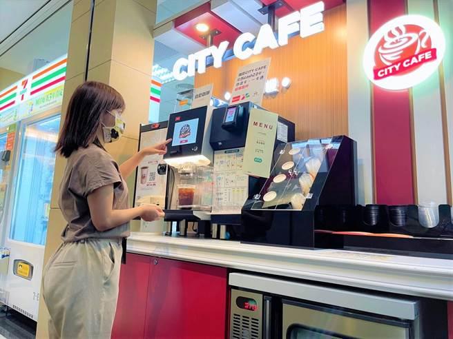 「CITY CAFE咖啡智FUN機」,讓上班族不用急忙地買咖啡。(7-11提供)