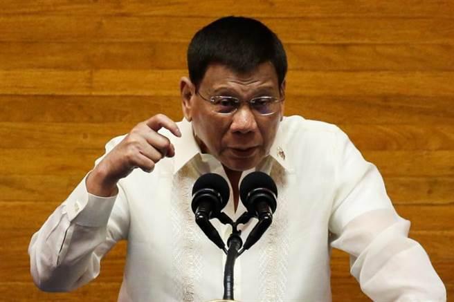 菲律賓總統杜特蒂發表任內最後一次國情咨文時說,南海問題只能外交解決,因為菲律賓無法承受與中國開戰,「在你起飛前,中國的導彈就到了」。(圖/路透)