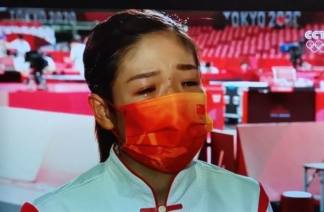 大陸隊好手劉詩雯賽後受訪落淚,直言對不起團隊。(取自微博)